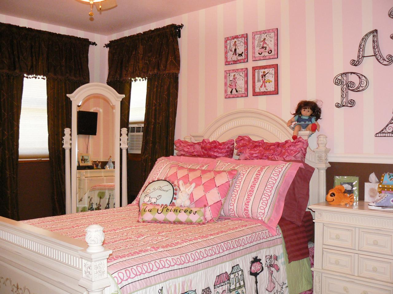 Photo page hgtv for Pink princess bedroom