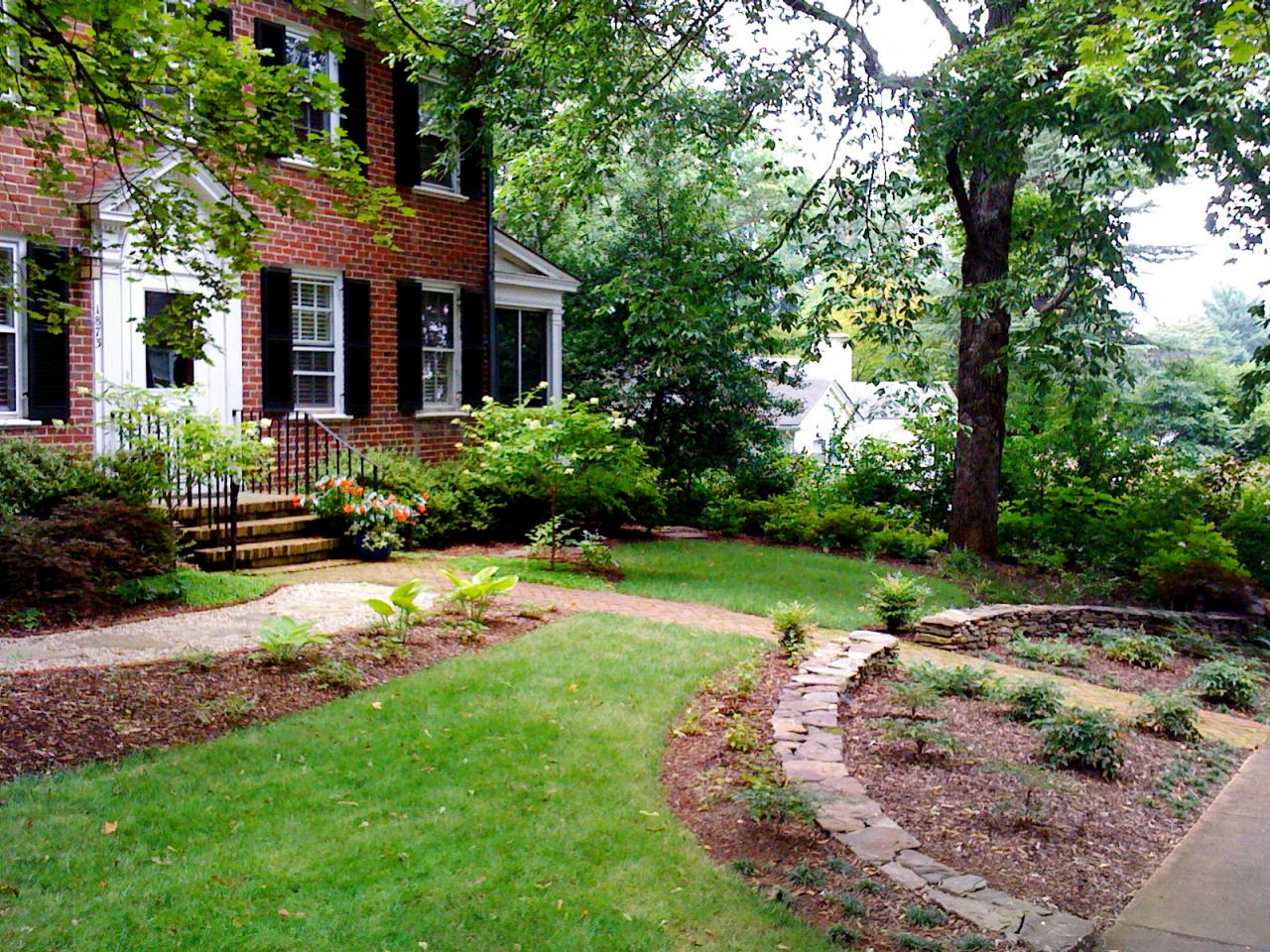 Photos hgtv for Garden in front of house