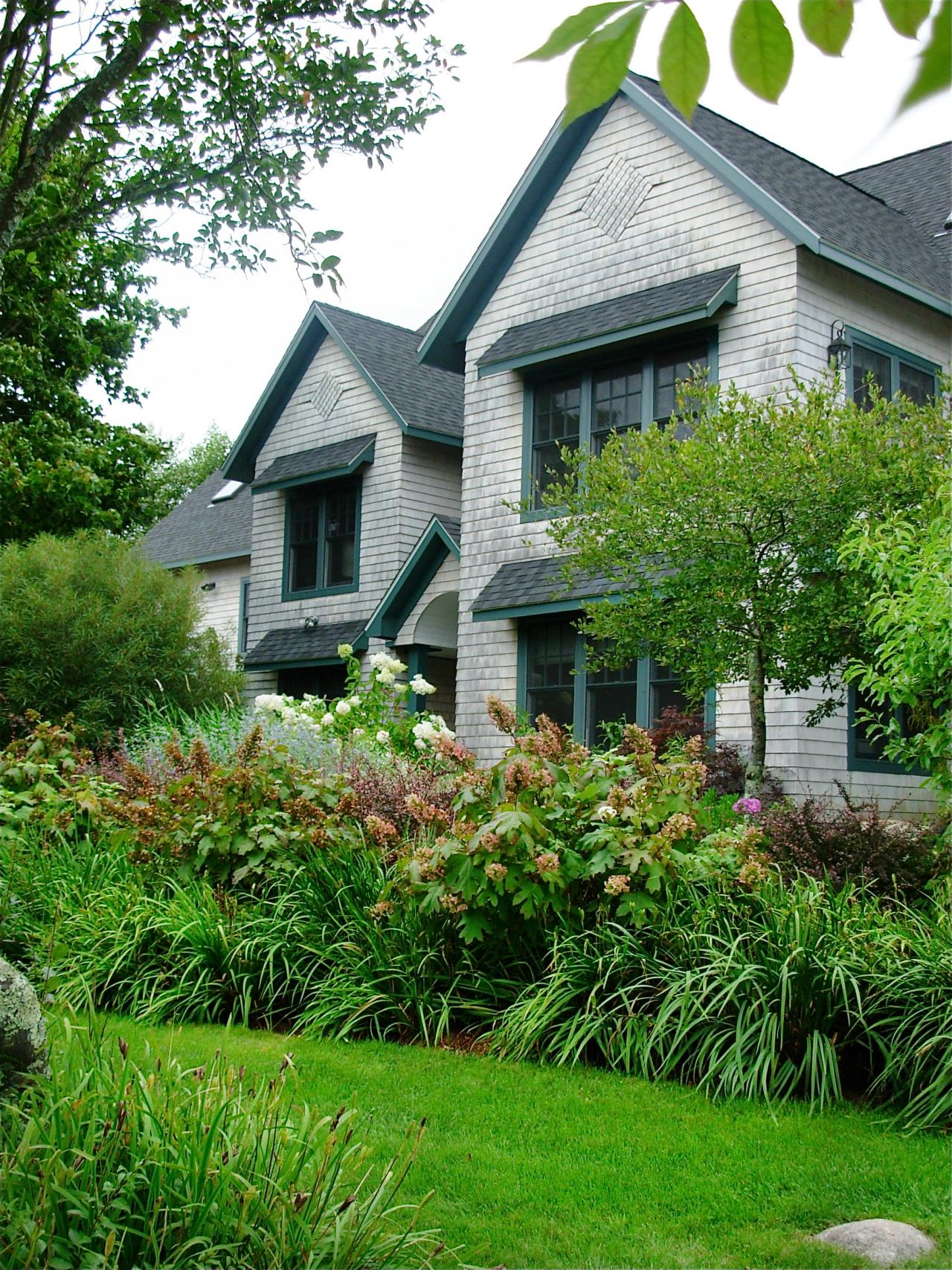 Traditional Home Exteriors: Traditional Home Exterior With Greenery