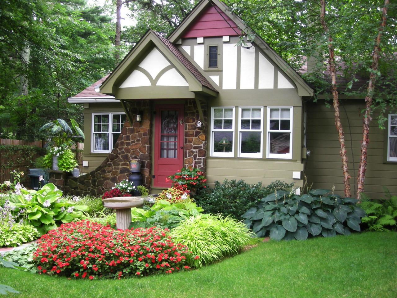 Photos hgtv for Landscaping ideas for front of home