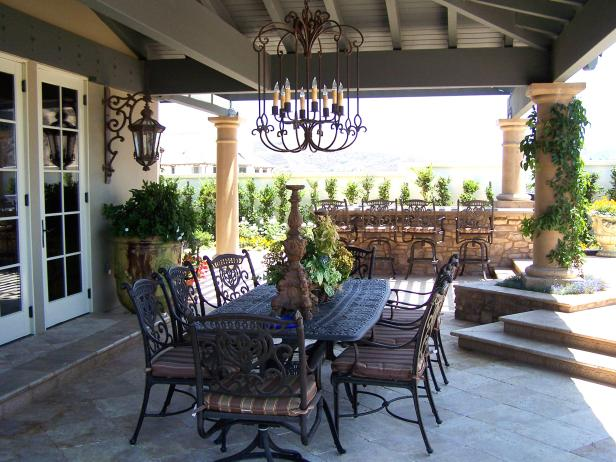 Opulent Outdoor Dining Space