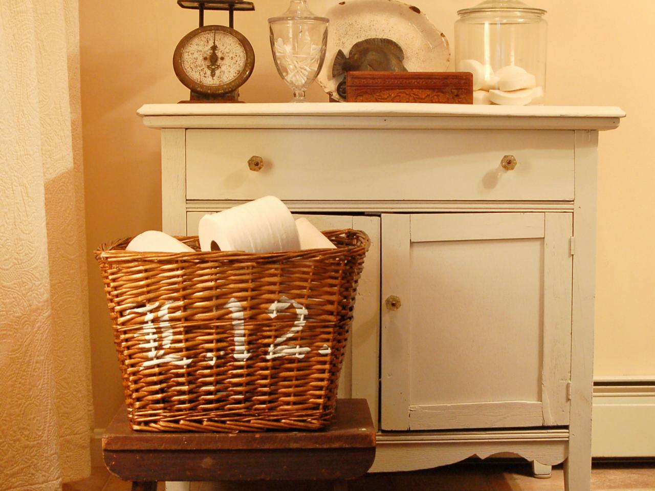 Simple stenciled basket hgtv for Basket bathroom accessories