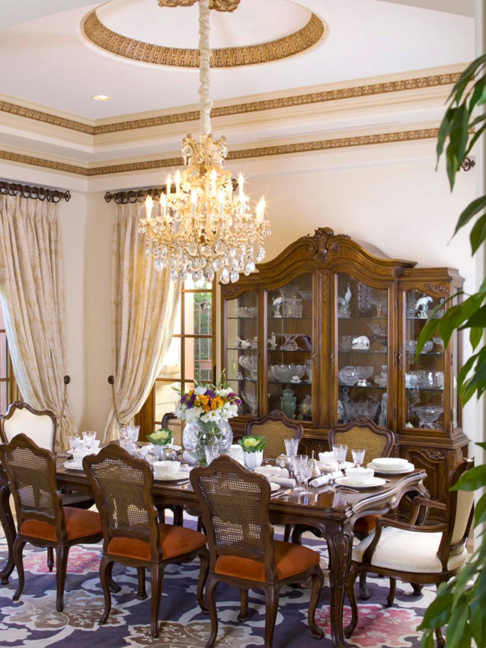 8 elegant victorian style dining room designs hgtv for Traditional home decor