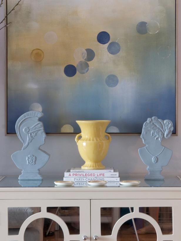 Wall Painting Coordinates With Blue and Yellow Table Accessories