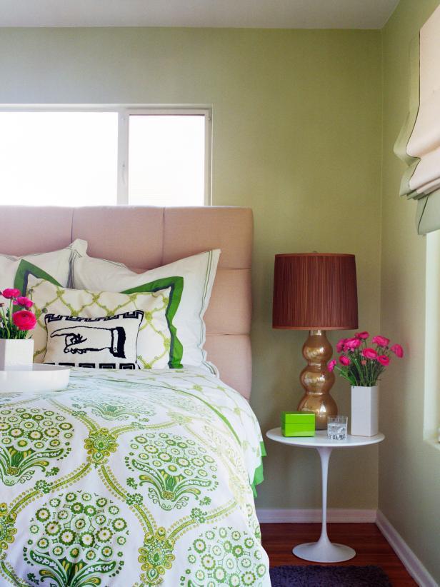 Saarinen Tulip Table as Nightstand