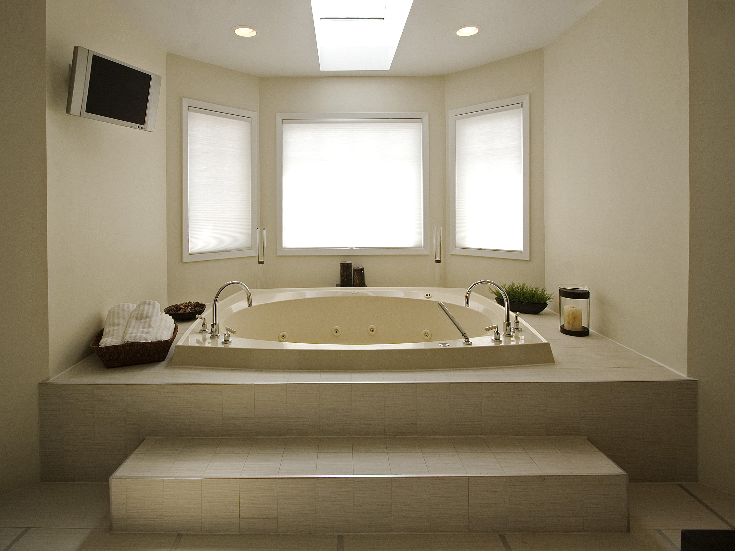 Charming Bathroom Suppliers London Ontario Tiny Mobile Home Bathroom Remodeling Ideas Flat Fiberglass Bathtub Repair Kit Uk Memento Bathroom Scene Young Jacuzzi Whirlpool Bathtub Reviews YellowSmall Bathroom Vanities Vessel Sink Modern Bathtub Designs: Pictures, Ideas \u0026amp; Tips From HGTV | HGTV