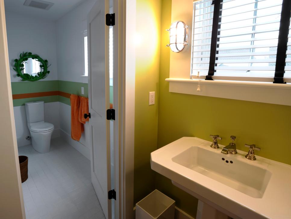 Kid 39 s bathroom photos hgtv green home 2010 hgtv green for Bathroom designs pictures 2010
