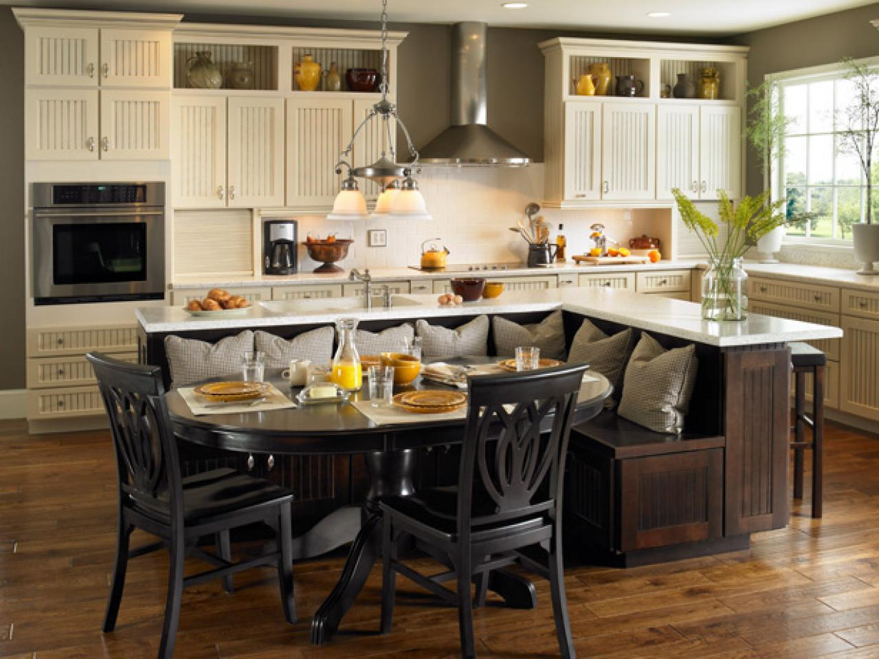 Kitchen island table ideas and options hgtv pictures hgtv for Built in kitchen islands