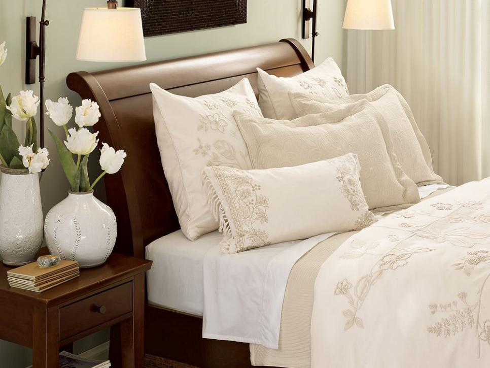 10 All White Bedroom Linens Hgtv: master bedroom bed linens
