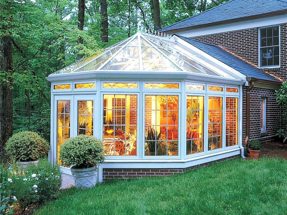 Sunrooms and conservatories hgtv for 4 season sunroom