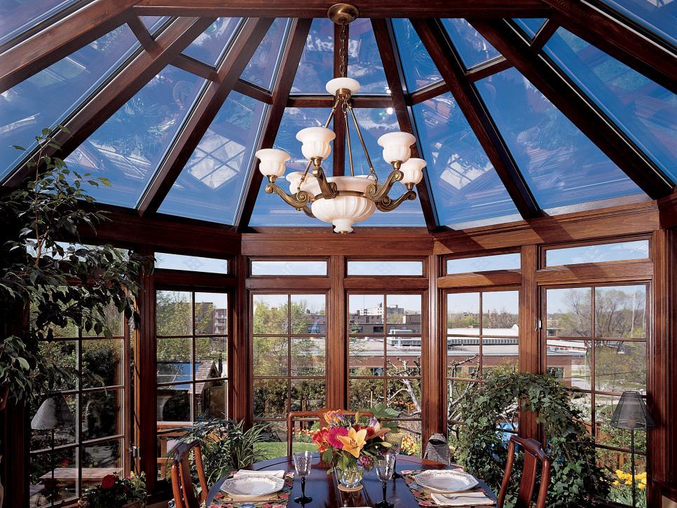 Conservatory sunrooms hgtv for Victorian sunroom