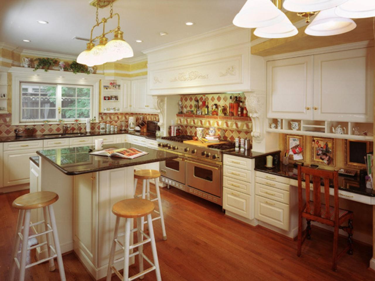 Quick tips for keeping an organized kitchen kitchen for Ideas organizing kitchen cabinets
