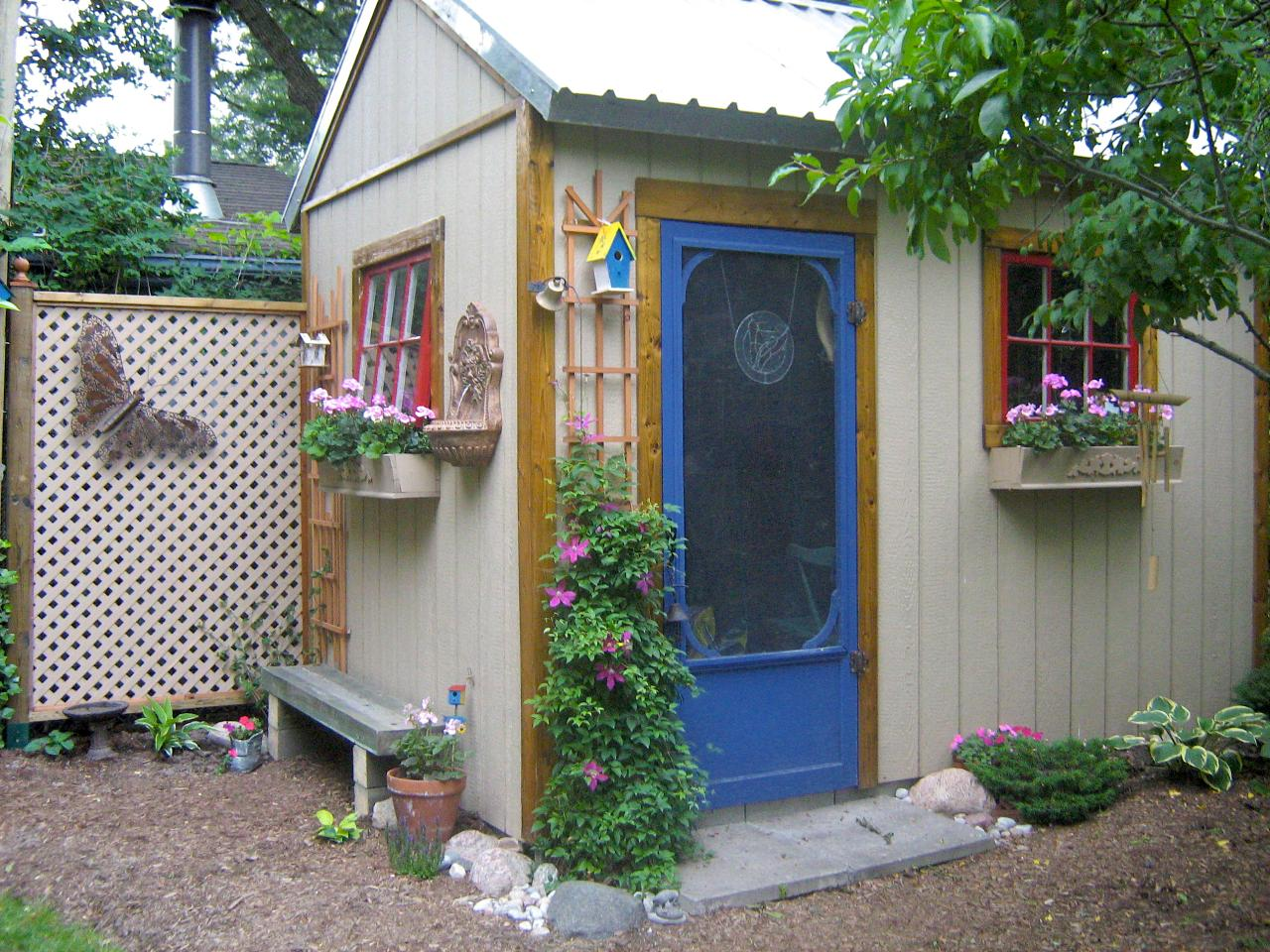 Maximum value outdoor structure projects shed hgtv for Outdoor garden shed