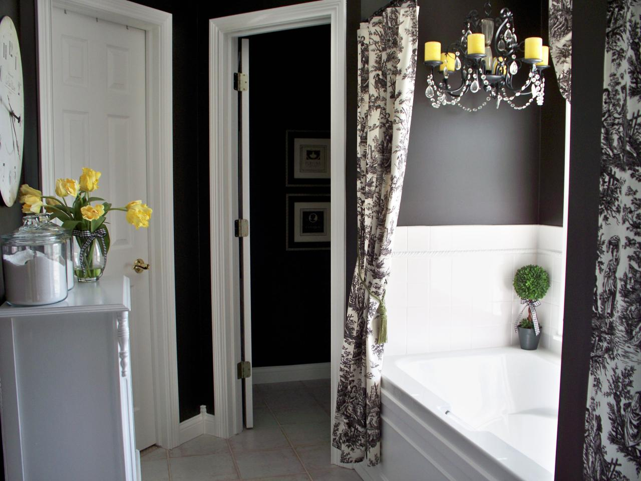 Black and white bathroom decor ideas hgtv pictures hgtv for 5 x 4 bathroom designs
