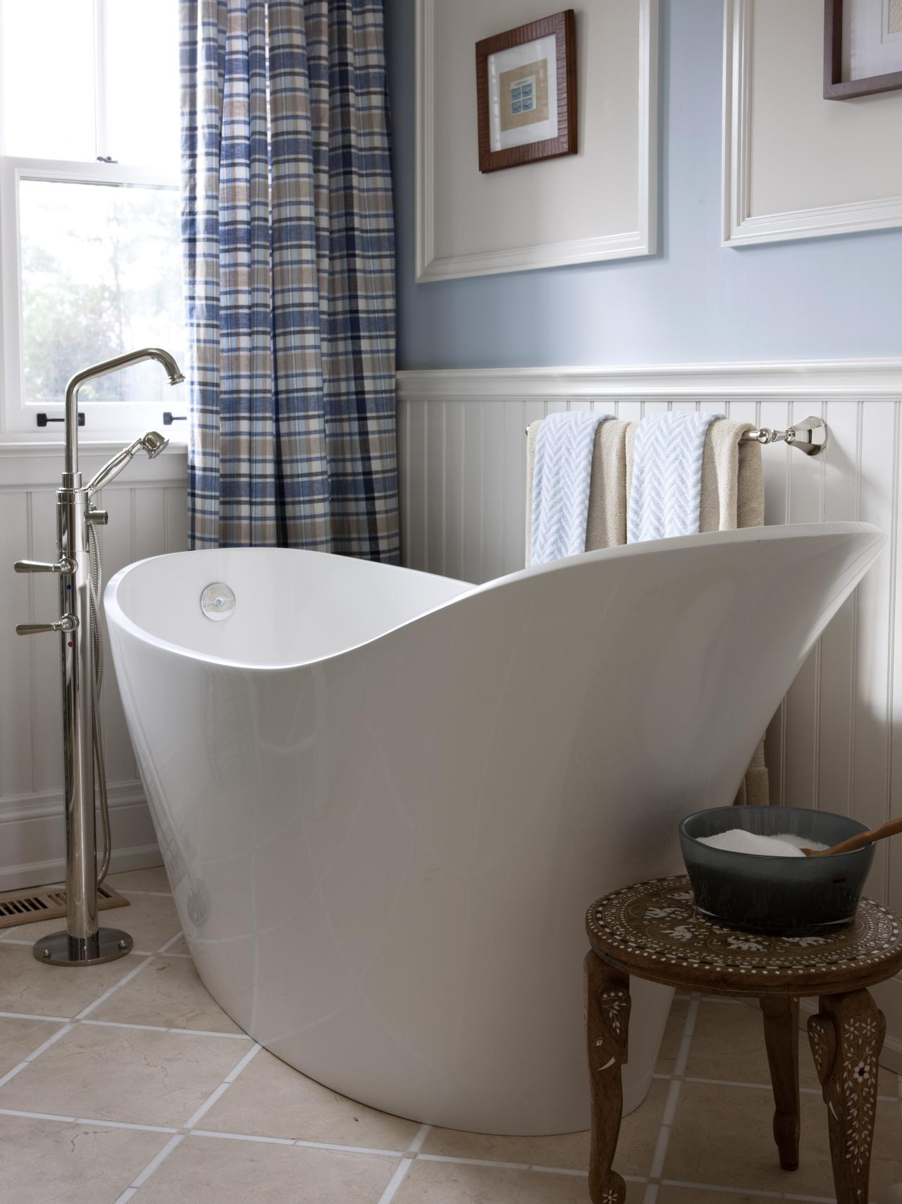 Infinity Bathtub Design Ideas Pictures  Tips From HGTV HGTV - Small bathroom bathtub ideas