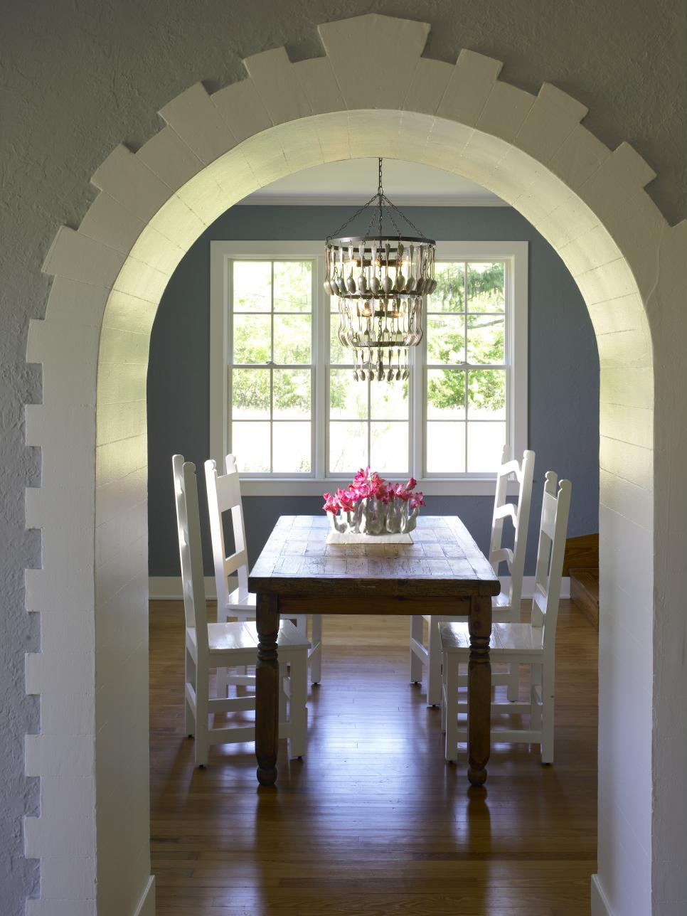 6 dining room trends to try hgtv - Dining Room Lighting Trends
