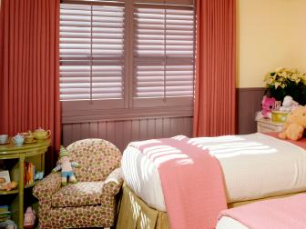 Girls' Bedroom With Twin Beds