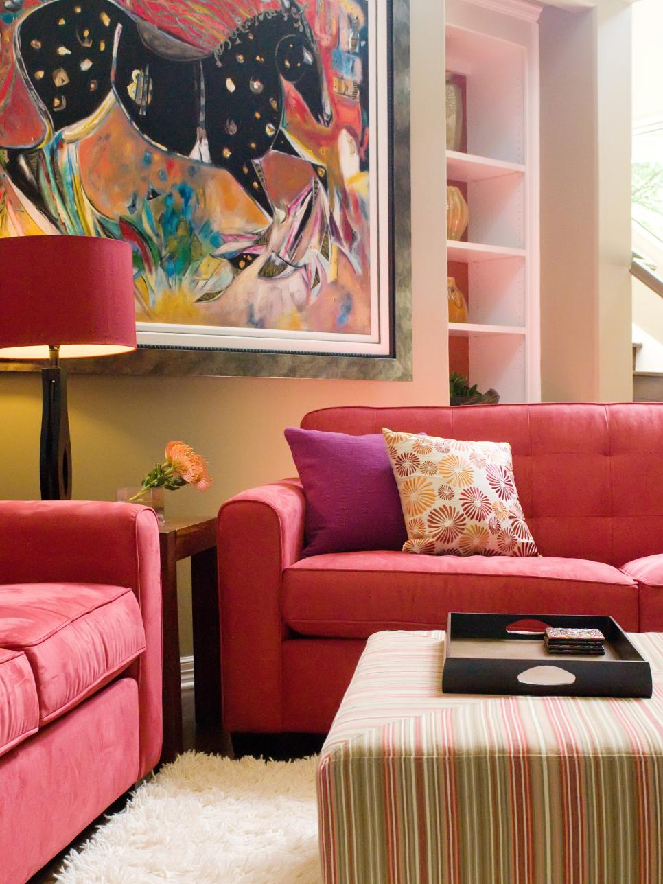 Red Living Room: Vibrant Red Sofas