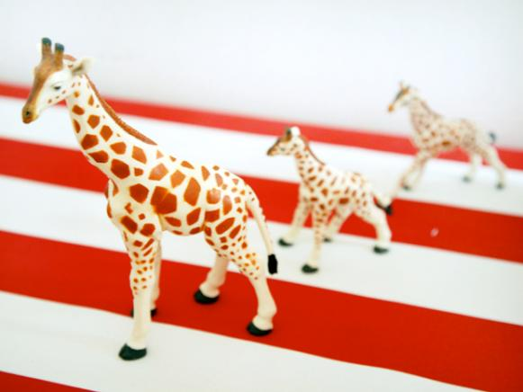 CI-Laura-Fenton_circus-kids-party-giraffe-toys_s4x3