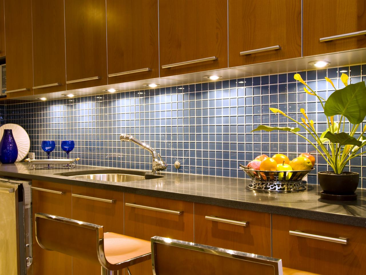 Kitchen counter backsplashes pictures ideas from hgtv hgtv Design kitchen backsplash glass tiles