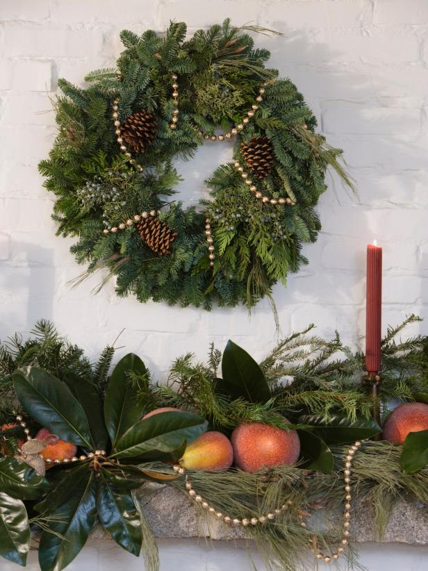 Natural Christmas Wreaths Burst with Fresh Aromas
