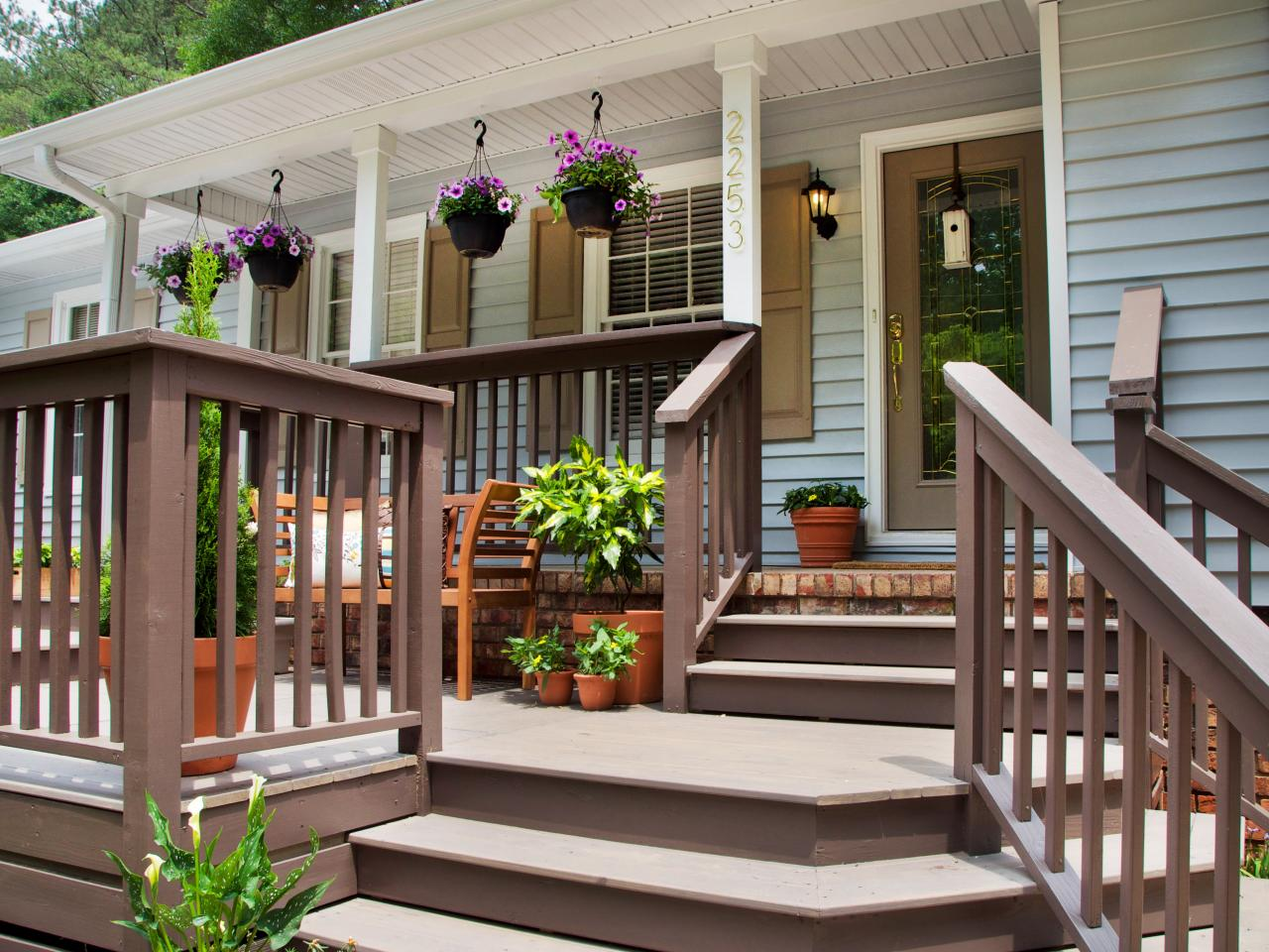 Fabulous front yard decks and patios outdoor spaces for Front porch patio ideas
