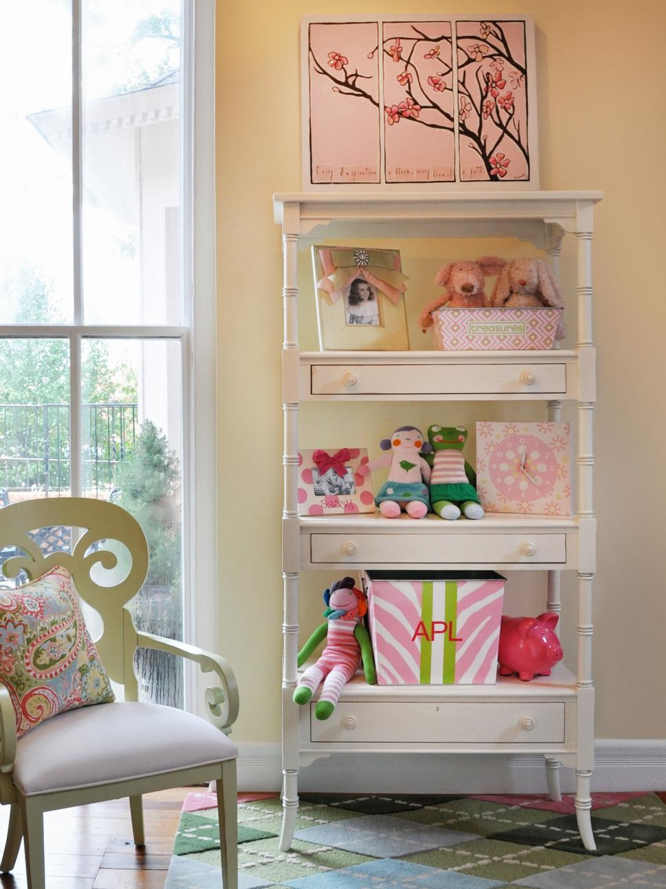 Kids 39 storage and organization ideas that grow hgtv for Storage for kids rooms