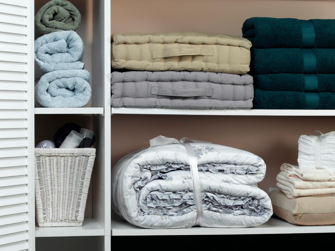 opt for adjustable shelves - Linen Closet
