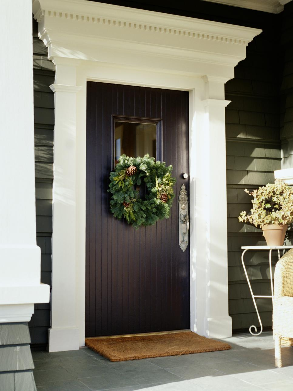7 front door christmas decorating ideas hgtv for Door design accessories