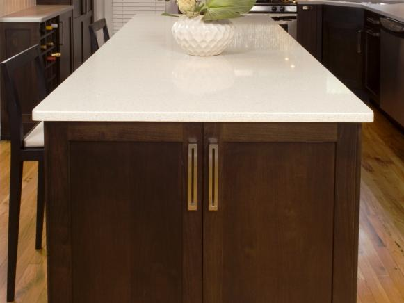 Kitchen Island Adds Extras Space in Kitchen