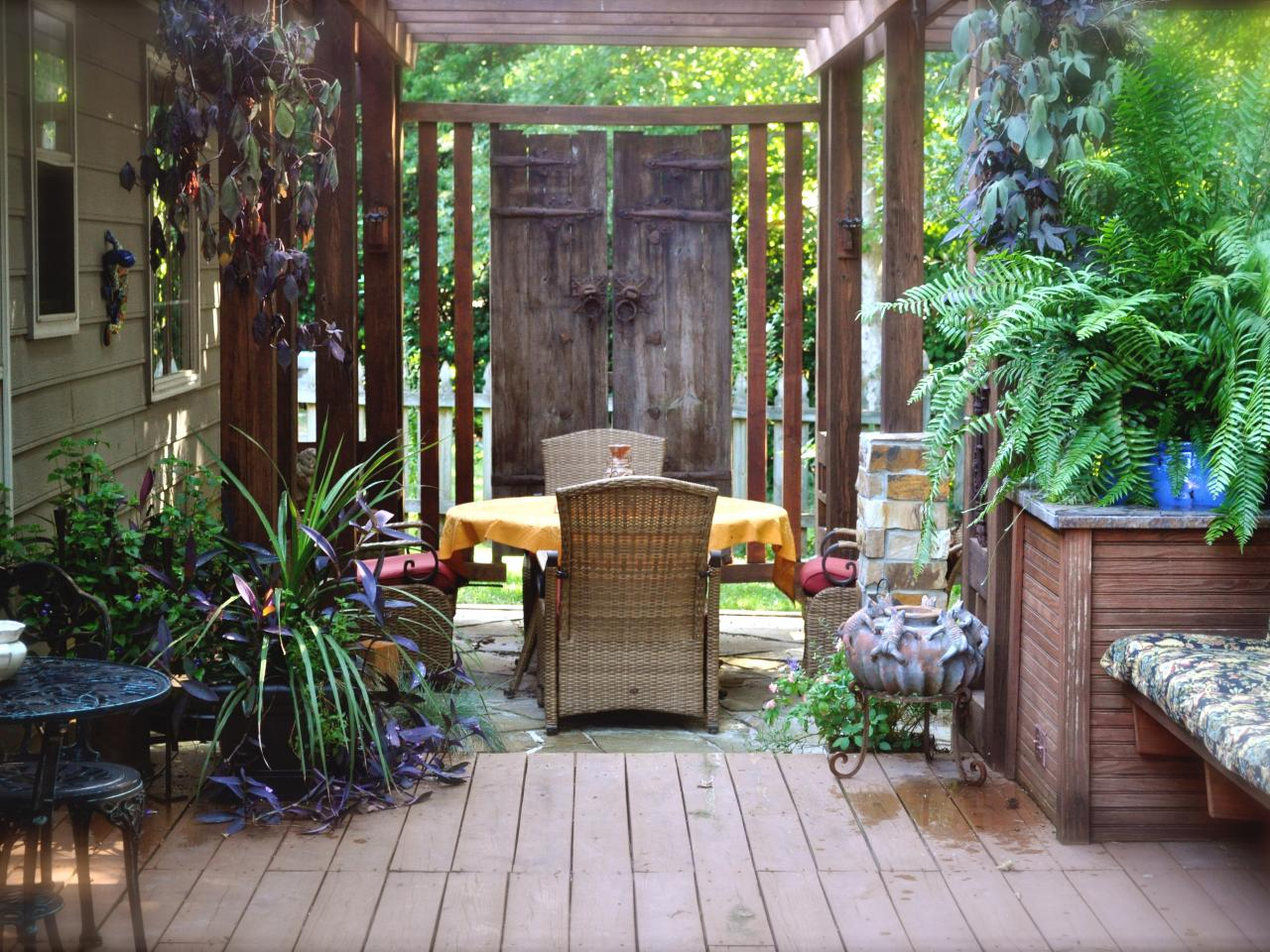 Backyard privacy ideas outdoor spaces patio ideas for Outside garden design