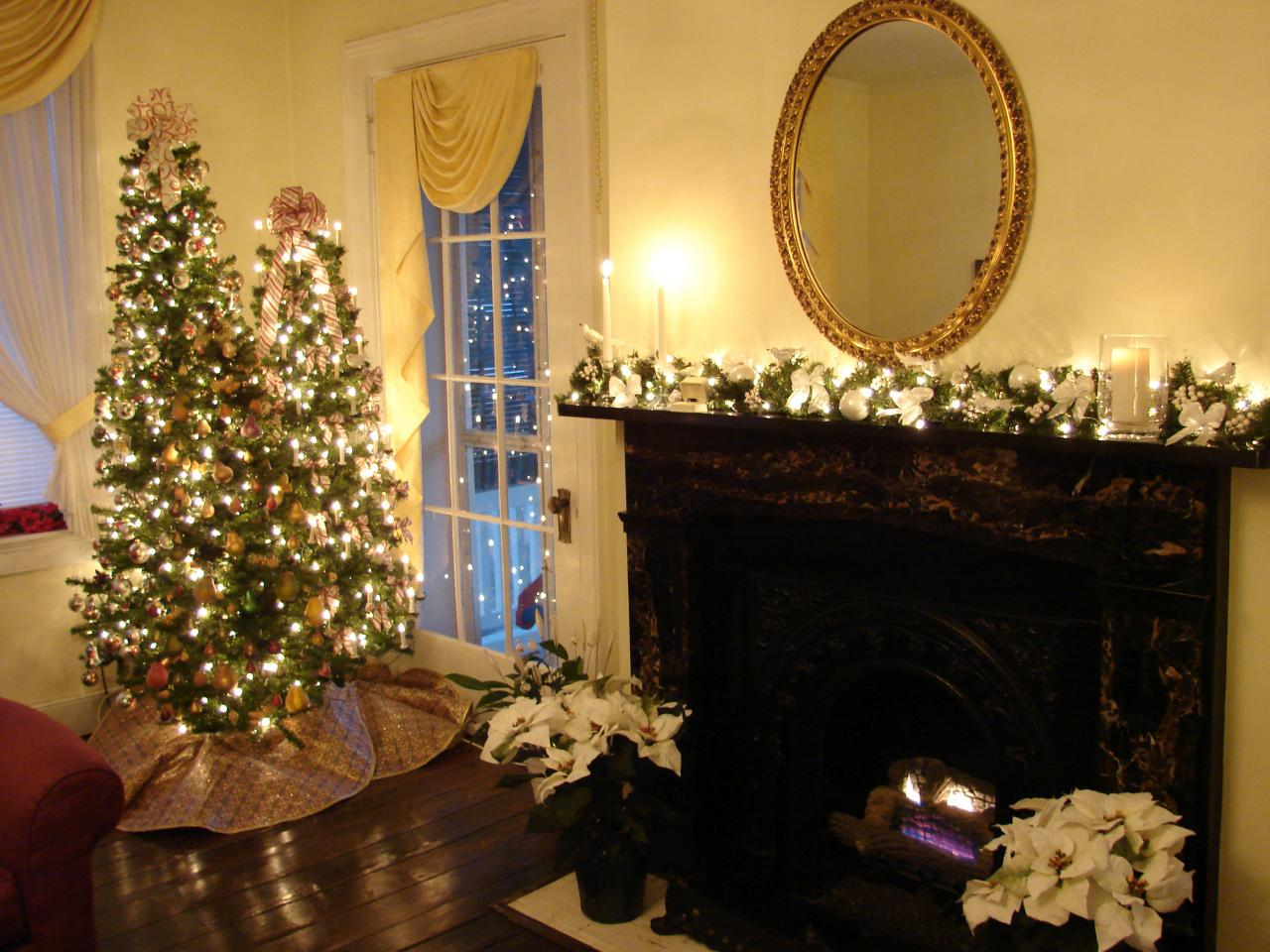 Indoor christmas decorations interior design styles and for Seasonal decorations home
