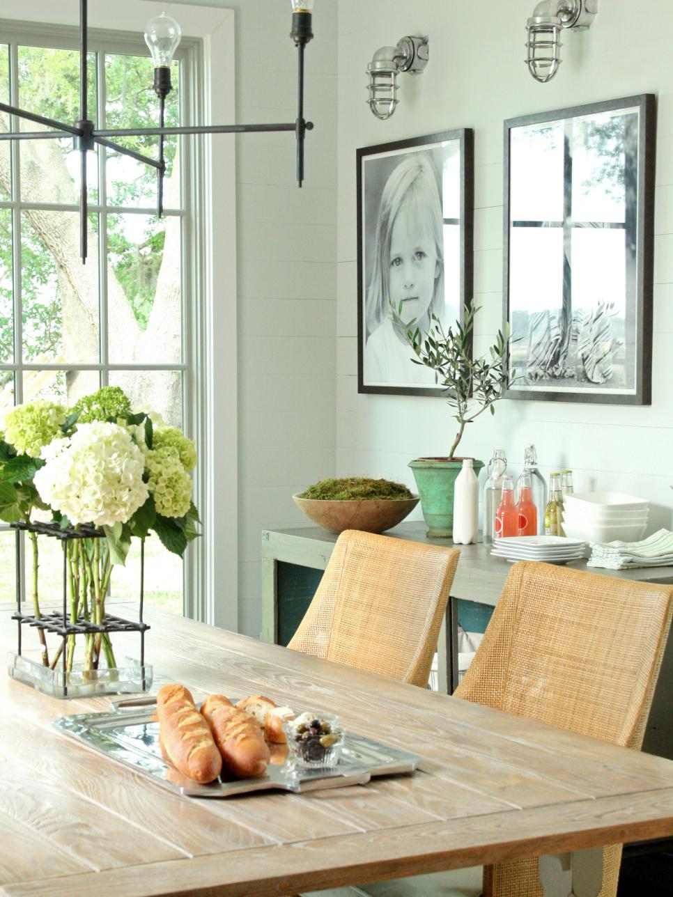 15 dining room decorating ideas hgtv for What to put on dining room walls