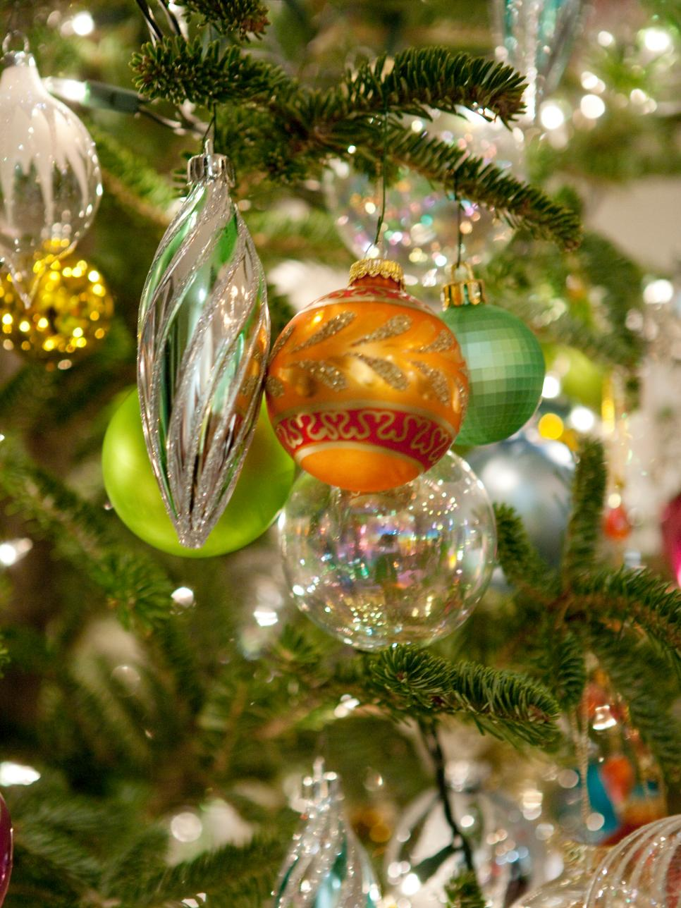 Inspiring ideas from sarah 39 s holiday party hgtv for How to design a christmas ornament