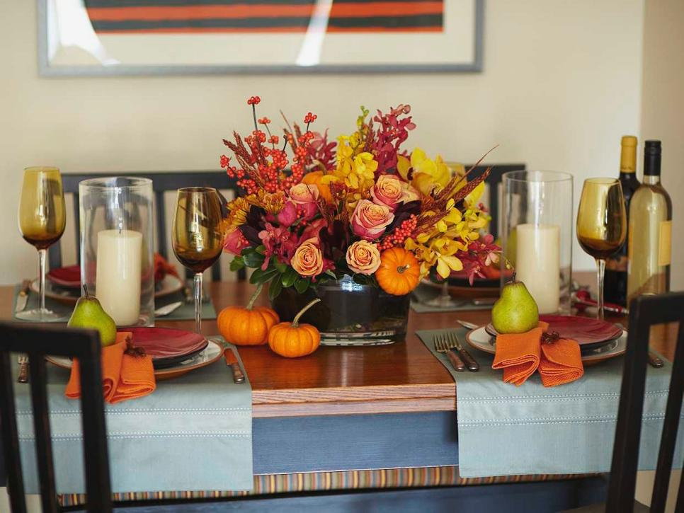 15 stylish thanksgiving table settings hgtv How to decorate your house for thanksgiving