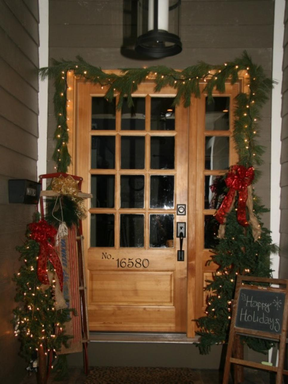 7 front door christmas decorating ideas hgtv for Entrance decoration ideas