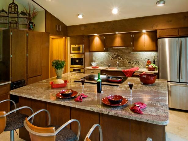 Granite Trimmed Kitchen with Large Island