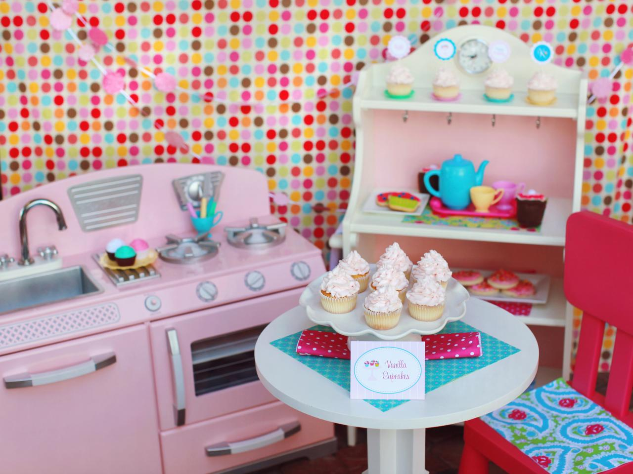 4 adorable birthday party themes for girls entertaining for Cupcake themed kitchen ideas