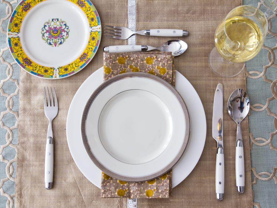 Thanksgiving table setting ideas hgtv Dinner table setting pictures