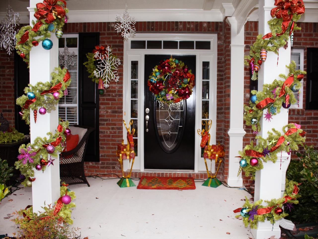Decorating Ideas > Stunning Outdoor Christmas Displays  Interior Design  ~ 232629_Outdoor Christmas Decorating Ideas Front Porch