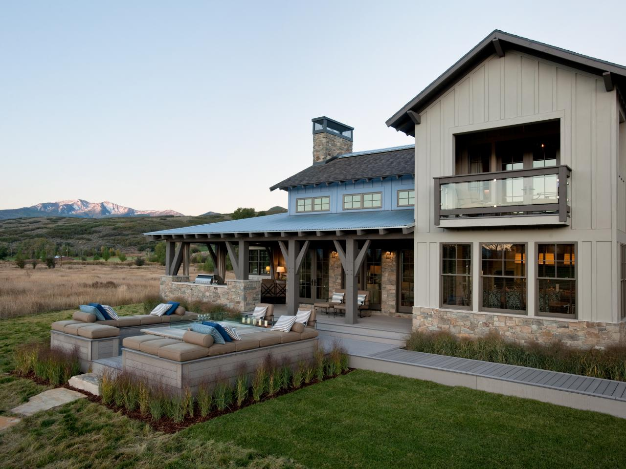 Photos hgtv for Contemporary rustic house plans