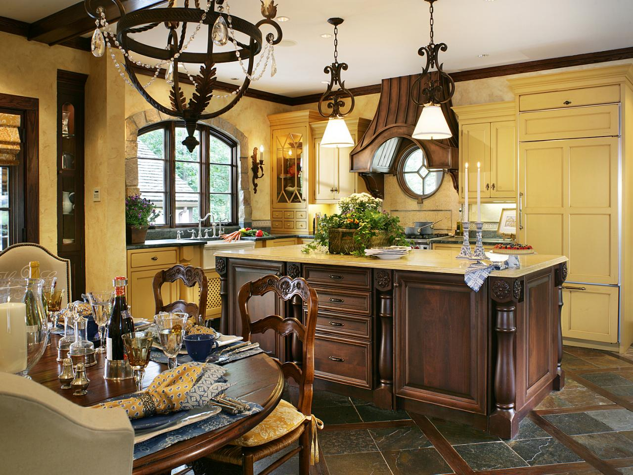 Photo page hgtv for French country kitchen designs photos