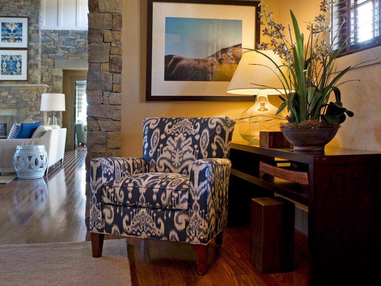 Foyer Accent Chairs : Photos hgtv