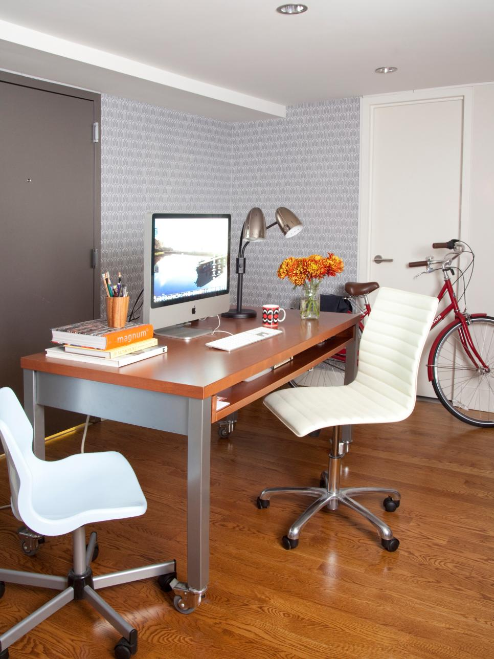 Small home office ideas hgtv for Small home office layout ideas