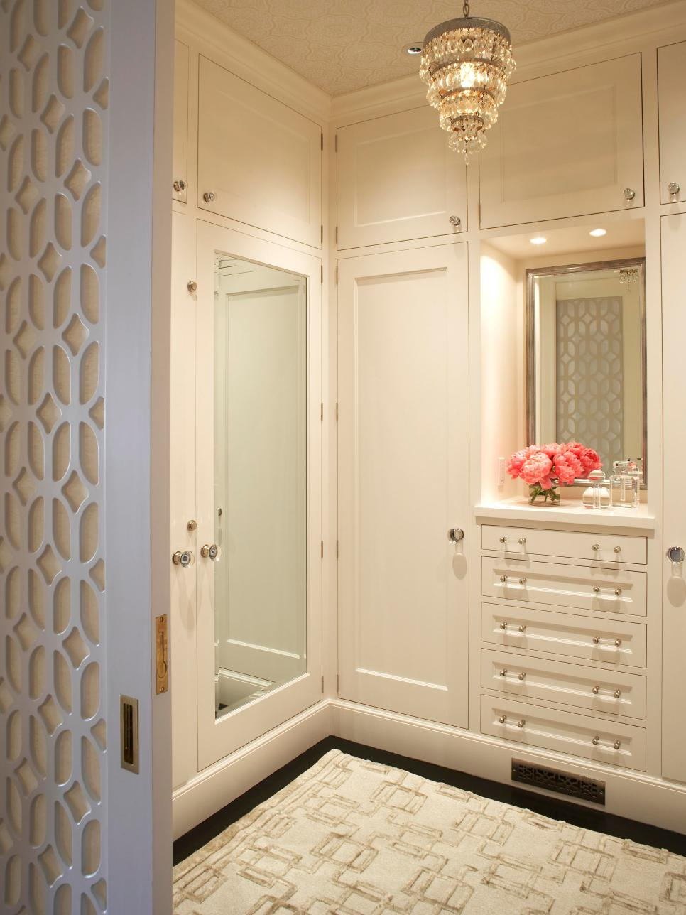 10 stylish walk in bedroom closets hgtv for Bedroom closets designs
