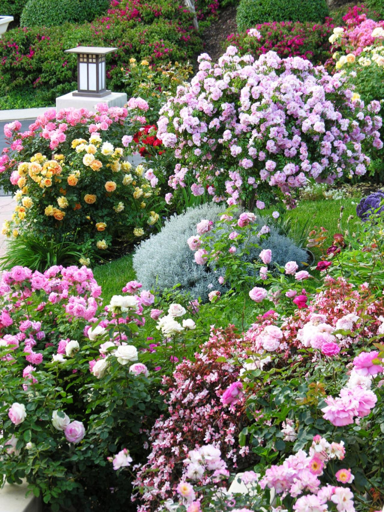 Cottage gardens to love landscaping ideas and hardscape for Flower garden ornaments