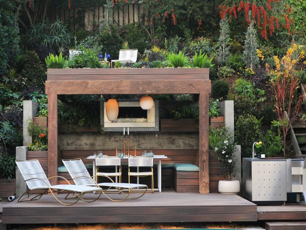 Photo page hgtv for Contemporary outdoor living spaces
