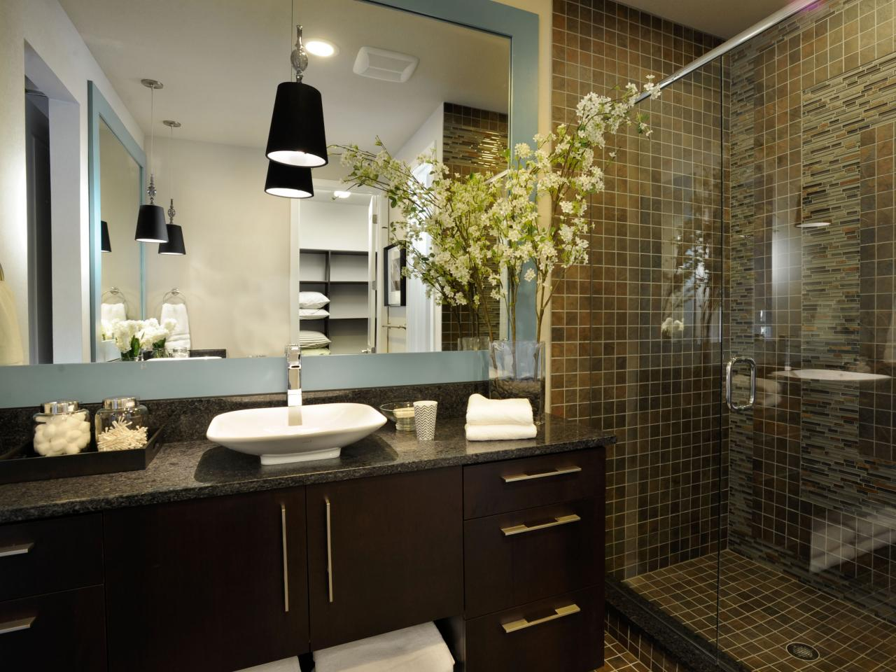 Modern bathroom design ideas pictures tips from hgtv Modern design of bathroom