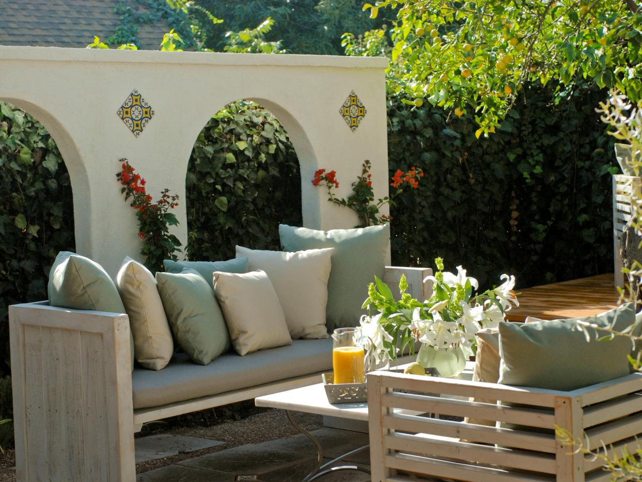 Patio ideas outdoor spaces patio ideas decks for Yard decorating ideas on a budget