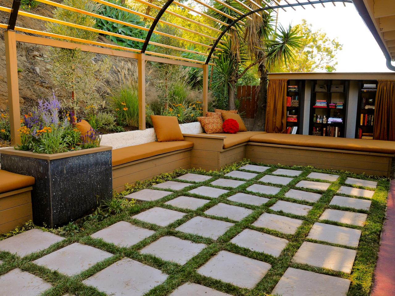 Design tips for beautiful pergolas outdoor spaces for Garden space ideas